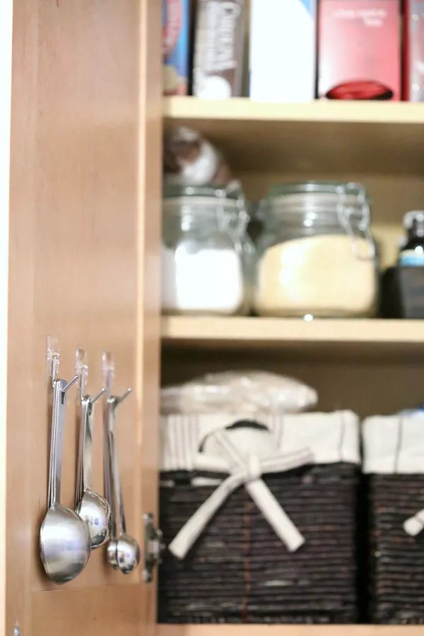 Hang measuring spoons on the inside of your pantry door.