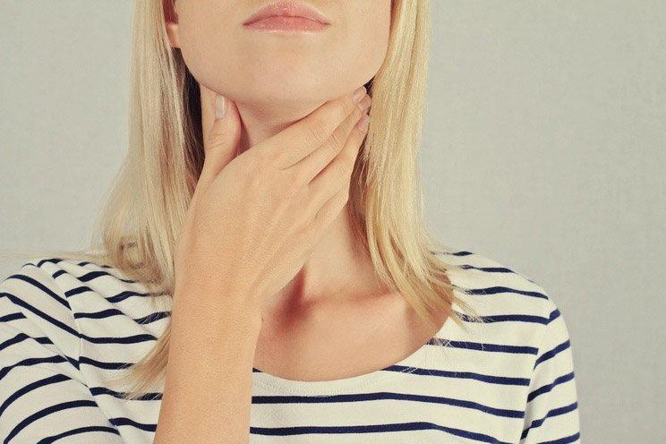 Woman-thyroid-gland-control.jpg