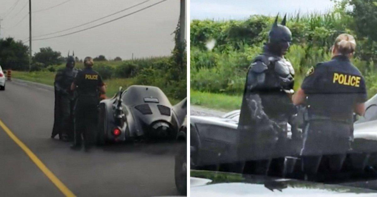 batman6.png?resize=1200,630 - Moment hilarant : Batman se fait arrêter par la police sur une route très fréquentée pour un faire un selfie!