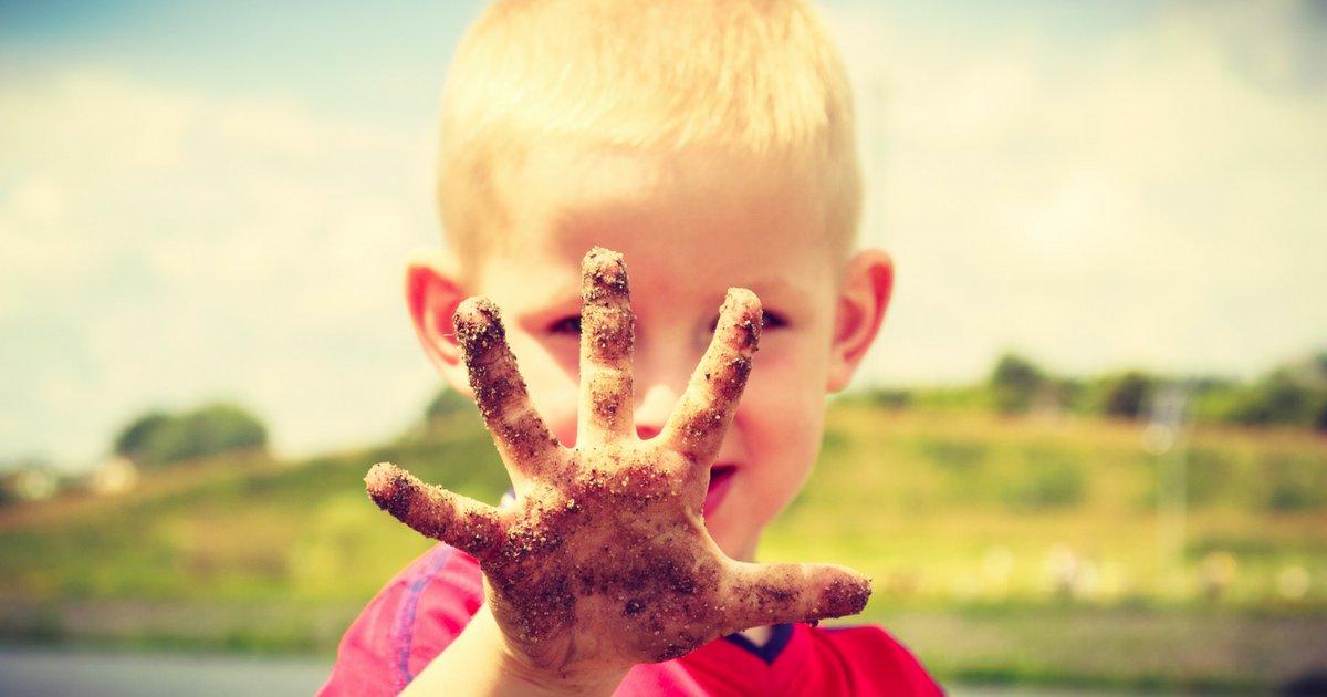 dirt2.png?resize=1200,630 - Crianças que brincam com barro e areia ficam mais saudáveis, explica médica