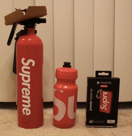 「消火器 supreme」の画像検索結果