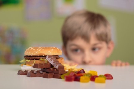 不健康な食事を食べる子供에 대한 이미지 검색결과