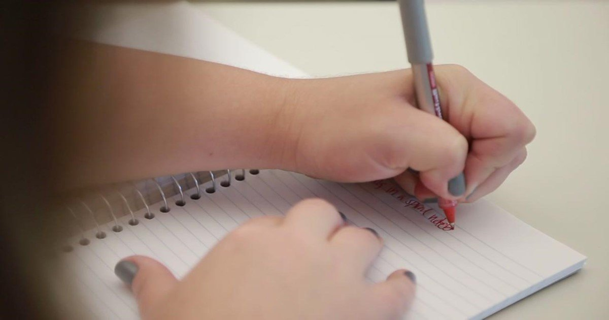 featured image 40.jpg?resize=300,169 - New Study Says Left-Handers Are Better At Problem Solving Than Right-Handed People