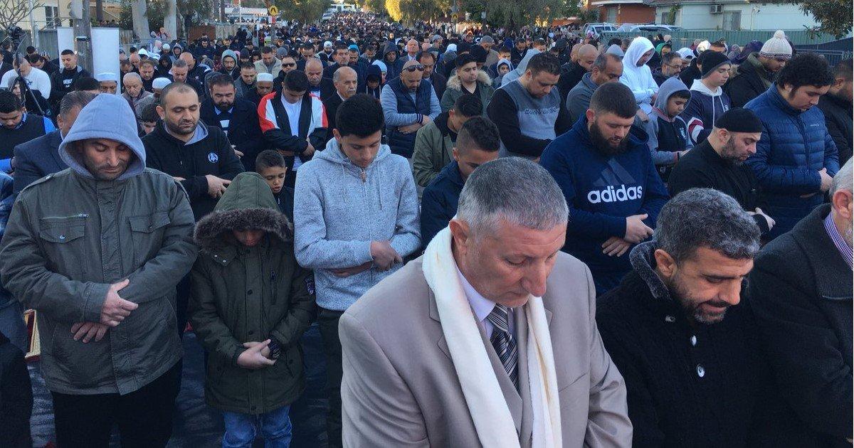 """featured image 63.jpg?resize=412,232 - En pleine célébration de l'Aïd, des musulmans australiens organisent une """"prière de la pluie"""" pour les agriculteurs ravagés par la sécheresse"""