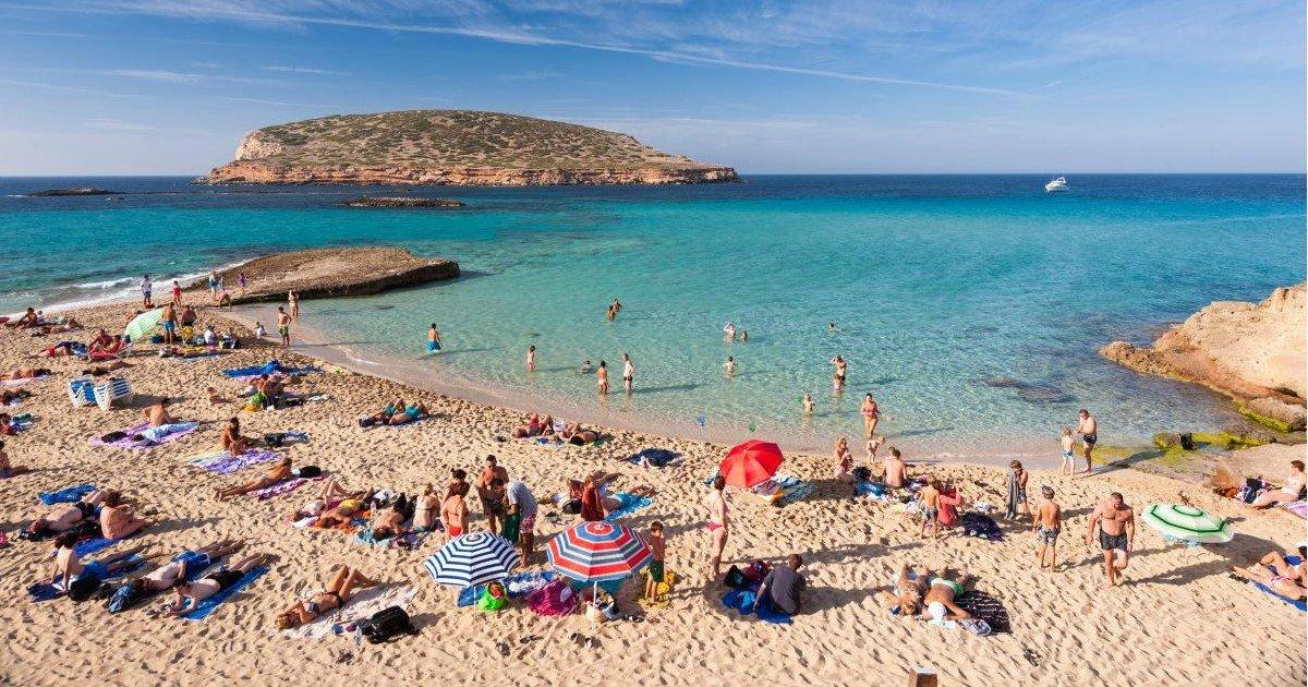 featured image 66.jpg?resize=412,232 - Le gouvernement des Baléares interdit l'alcool illimité dans les hotels tout inclus à Majorque et à Ibiza pour réduire le «tourisme non-civique»