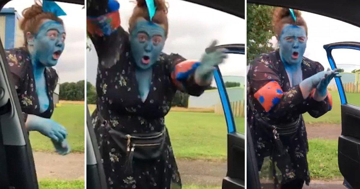featured image 73.jpg?resize=636,358 - Mãe se pinta de azul e dança ao lado de carro para completar desafio