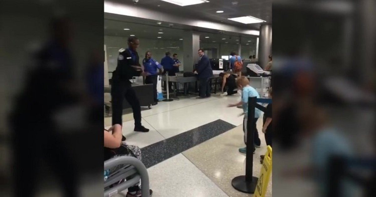 hhhh2.jpg?resize=412,232 - Young Boy Challenges TSA Officer To A Dance-Off At Newark Liberty International Airport