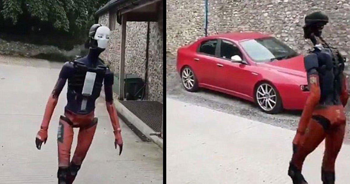 human like robot adam5.jpg?resize=1200,630 - Une vidéo plutôt perturbante montre un robot à l'apparence humaine marchant dans une allée.