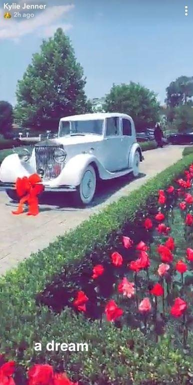 To Begin With Kylie Got A Splendid Gift From Her Boyfriend Travis Scott 1950s Rolls Royce The Now 21 Year Old Took Snapchat Reveal Lovers