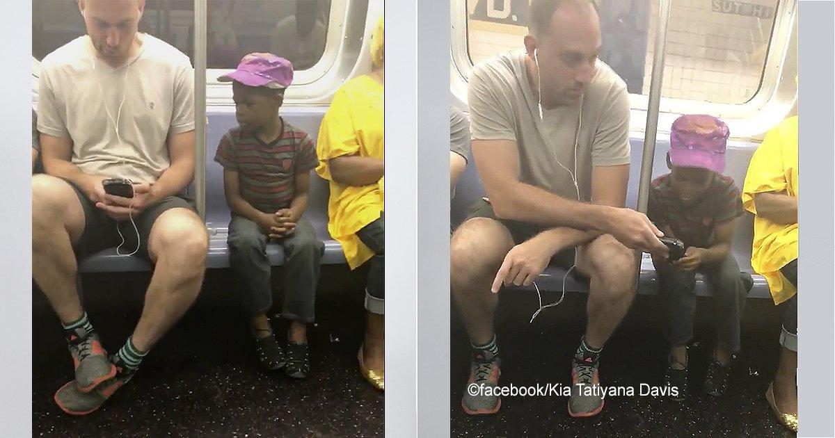 macro 12.jpg?resize=300,169 - Se vuelven virales las imágenes de un hombre que jugaba con su celular y lo comparte con un niño desconocido, realmente conmovedor