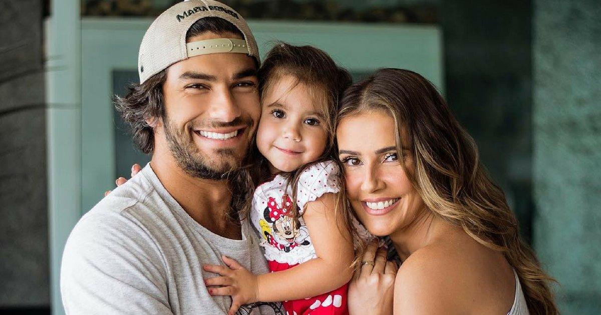 moura.png?resize=636,358 - Hugo Moura faz questão de levar a filha para a escola