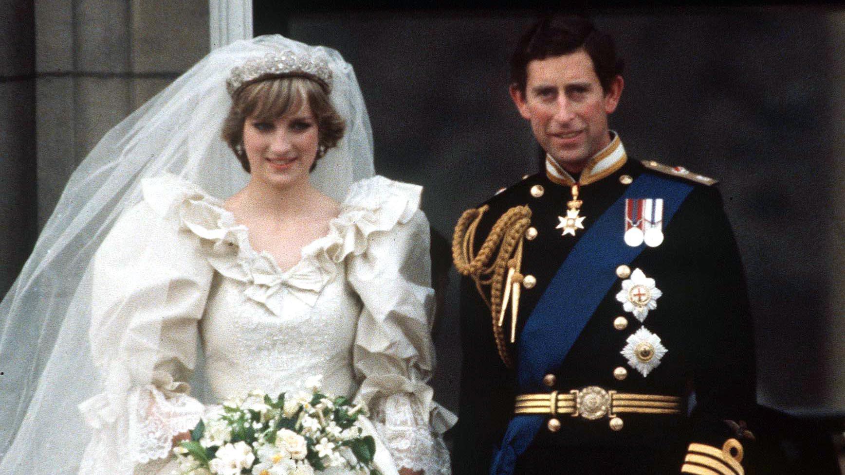 princess diana prince charles wedding.jpg?resize=300,169 - 8 segredos do casamento da princesa Diana com o príncipe Charles