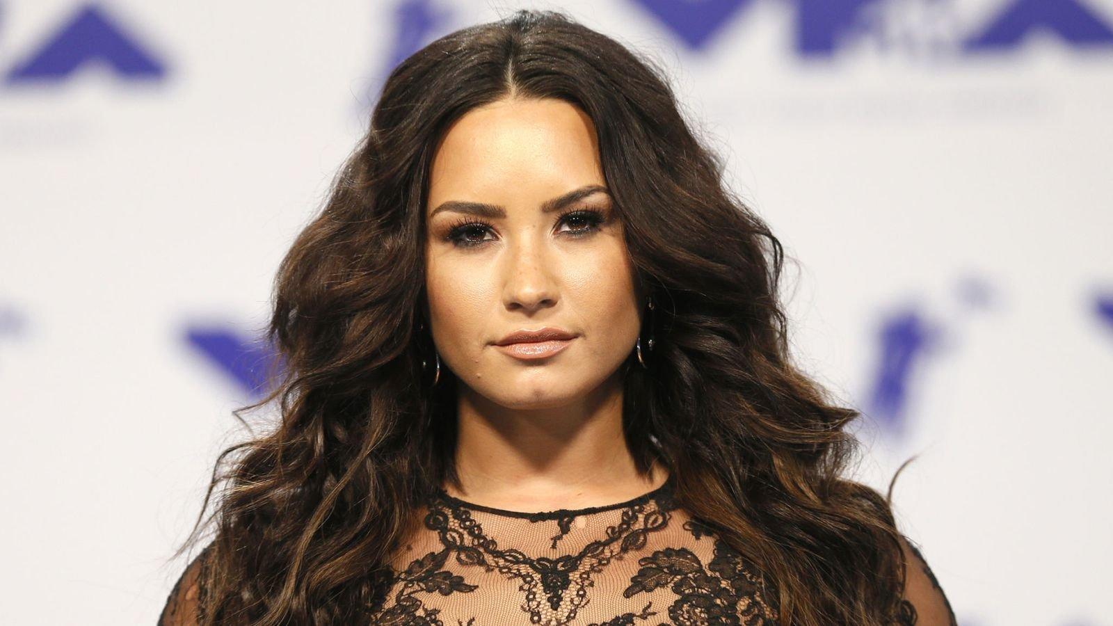 "skynews demi lovato in 2017 4381779.jpg?resize=300,169 - ""Eu vou continuar lutando"" declara Demi Lovato após suposta overdose"