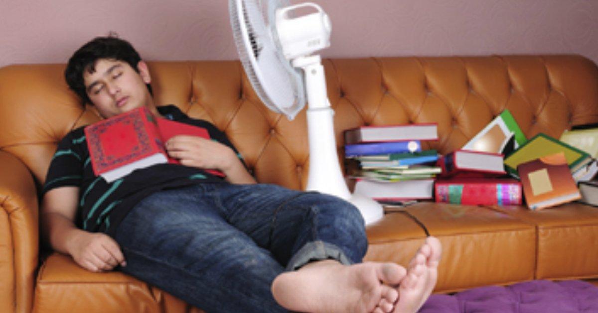 sleep fan.jpg?resize=636,358 - Voilà pourquoi il est déconseillé de dormir avec un ventilateur.