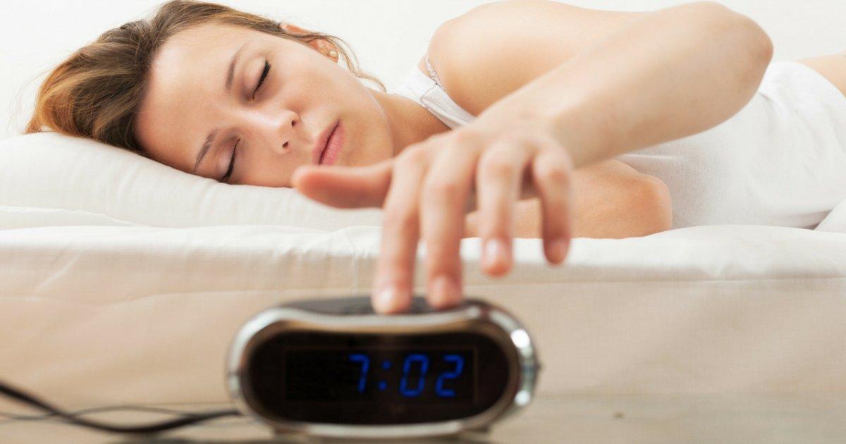 snooze1.png?resize=1200,630 - Quem enrola para sair da cama é mais inteligente, afirma estudo