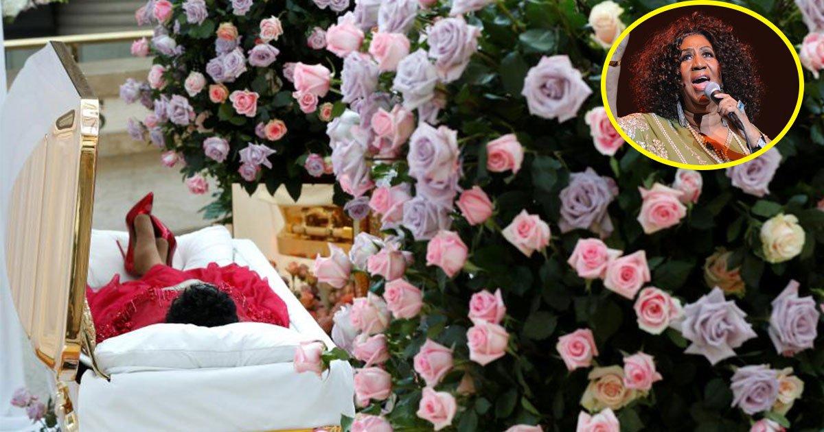 the queen of soul aretha franklins body arrived in gold casket in charles h wright museum of african american history in her detroit michigan hometown.jpg?resize=636,358 - La dépouille d'Aretha Franklin, la reine de la soul, est arrivée dans sa ville natale de Detroit.
