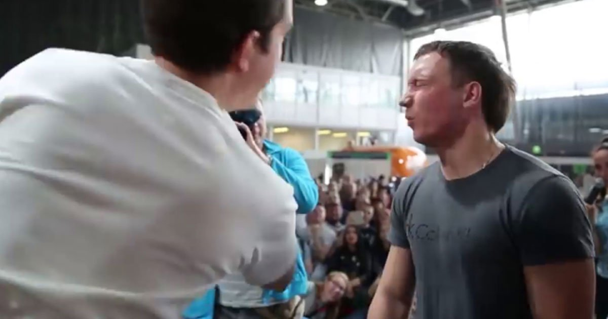 "the weird competition in russia shows men are slapping each other brutally to prove who is the strongest.jpg?resize=412,232 - Une compétition étrange en Russie montre des hommes se giflant brutalement pour prouver ""qui est le plus fort"""