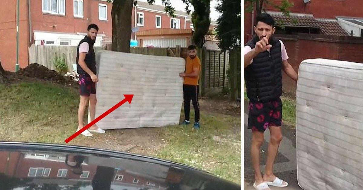 untitled design 4 2.png?resize=412,232 - Un propriétaire affronte deux hommes qui essayaient de jeter un vieux matelas dans sa cour arrière; ils le traitent de raciste