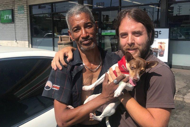 uuu.jpg?resize=1200,630 - Morador de rua toma conta de uma cachorrinha perdida e o dono decide fazer campanha para recompensá-lo