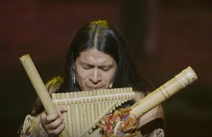15370032283512.jpg?resize=300,169 - 超酷排蕭大師演奏美洲原住民傳統歌謠,網友大讚:「心靈被淨化!」