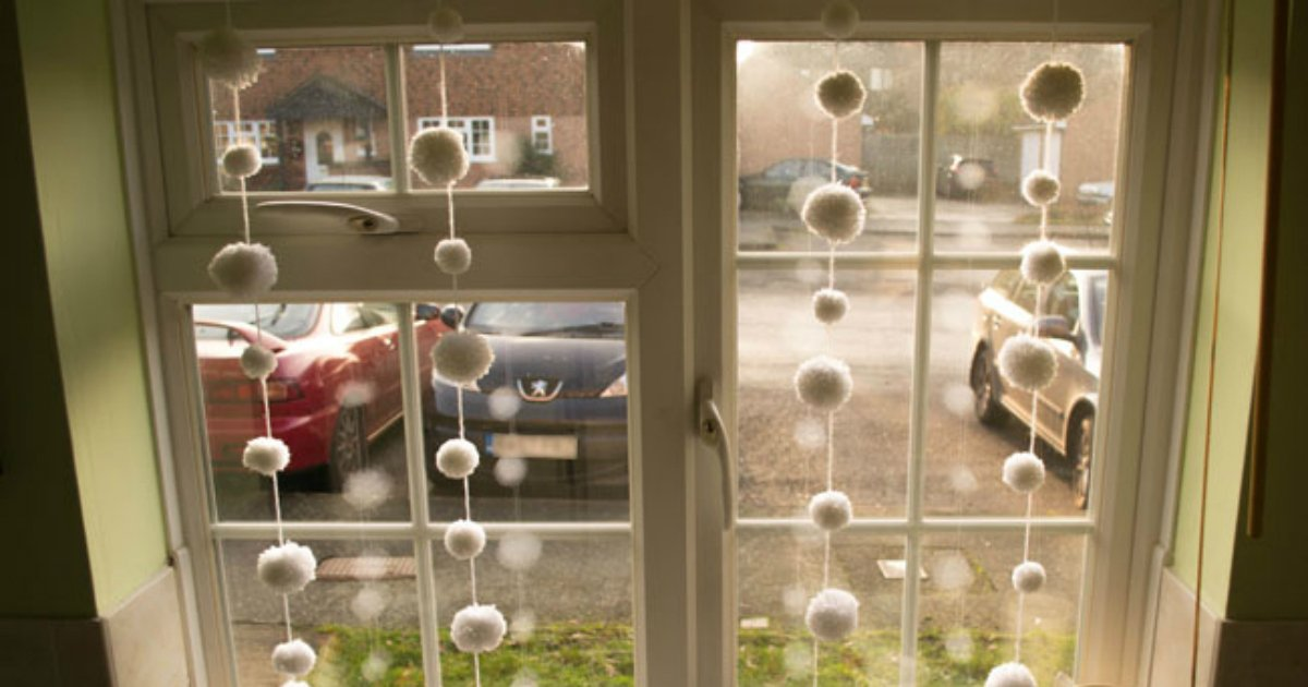 3 205.jpg?resize=1200,630 - Mom Has Extra Ornaments. The Way She Displays Them I've Never Seen. Love This Idea!