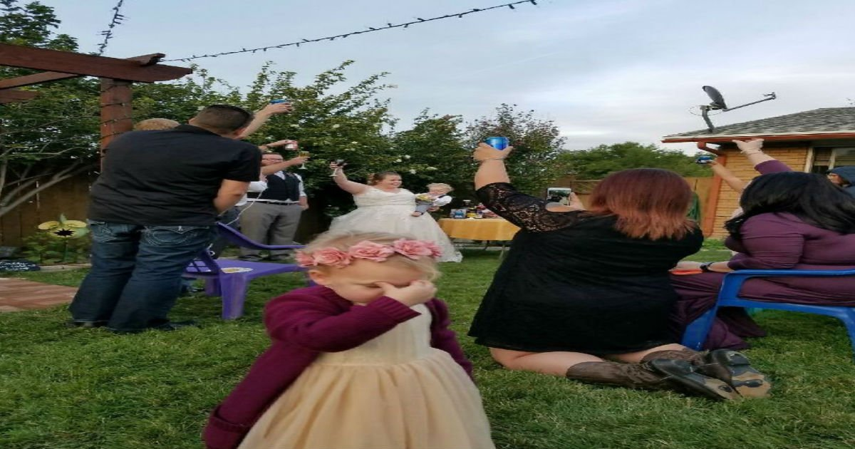 3 25.jpg?resize=1200,630 - 30+ Hilarious Photos Of Kids At Weddings That Will Make You Laugh