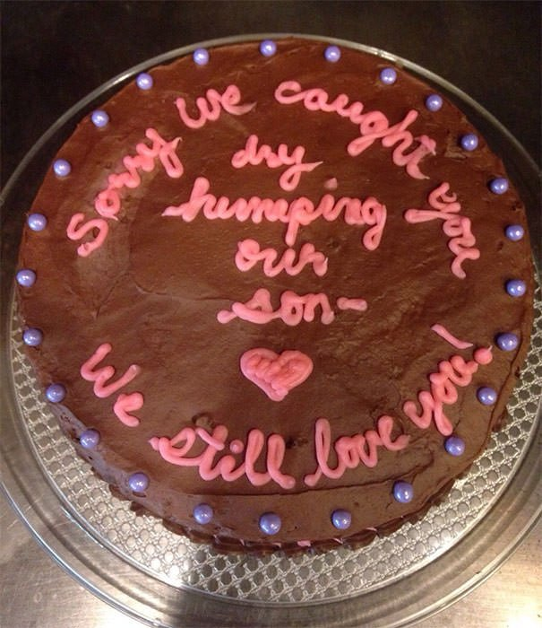 After An Unfortunate Incident Involving My Girlfriend, My Mom Made This Cake To Apologize