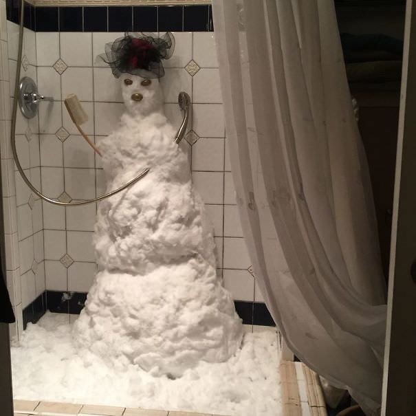 Mom Got Snowed In. She Did This With The Snow That Was Blocking Her From Leaving The House
