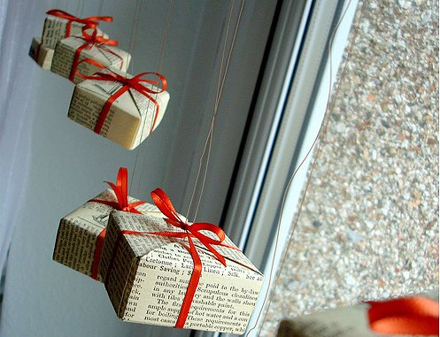 gift-package-garland