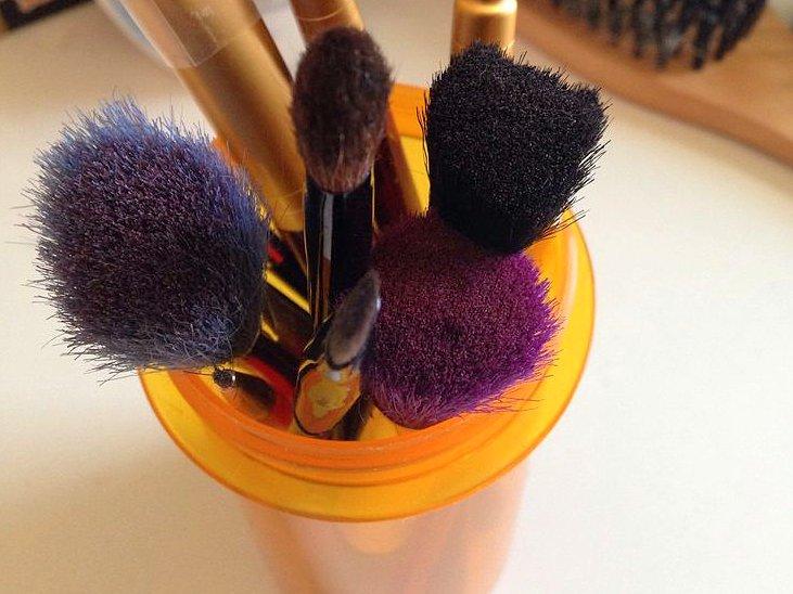 makeup-brushes-pill-bottle