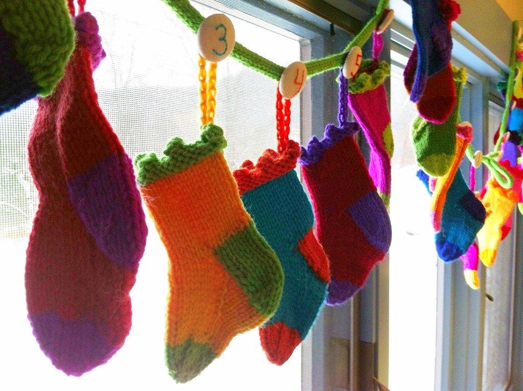 stockings-window-garland