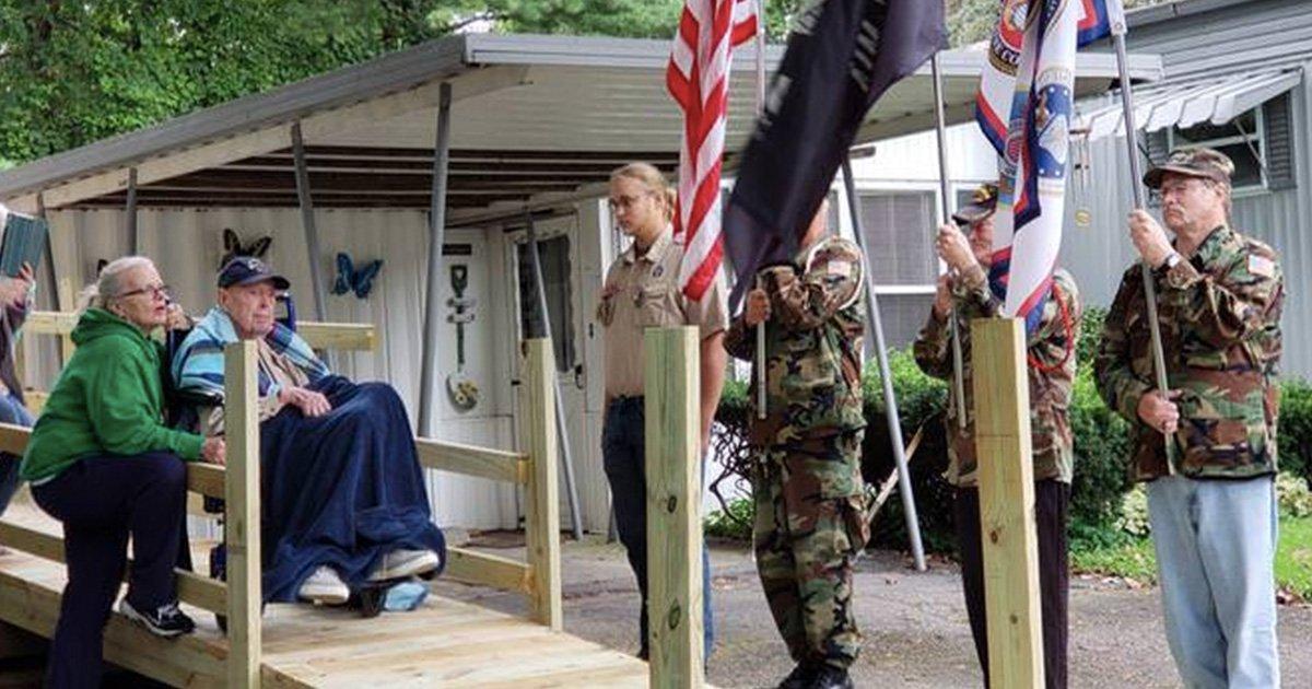 a 21.jpg?resize=300,169 - Des vétérans construisent une rampe pour le dernier héros de la Seconde Guerre mondiale dans leur région à l'occasion de son 98e anniversaire, lui permettant de passer du temps à l'extérieur