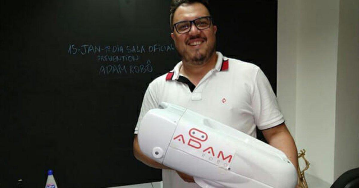 adamjuliano.png?resize=636,358 - Um pequeno robô é capaz de evitar casos de cegueira no Brasil