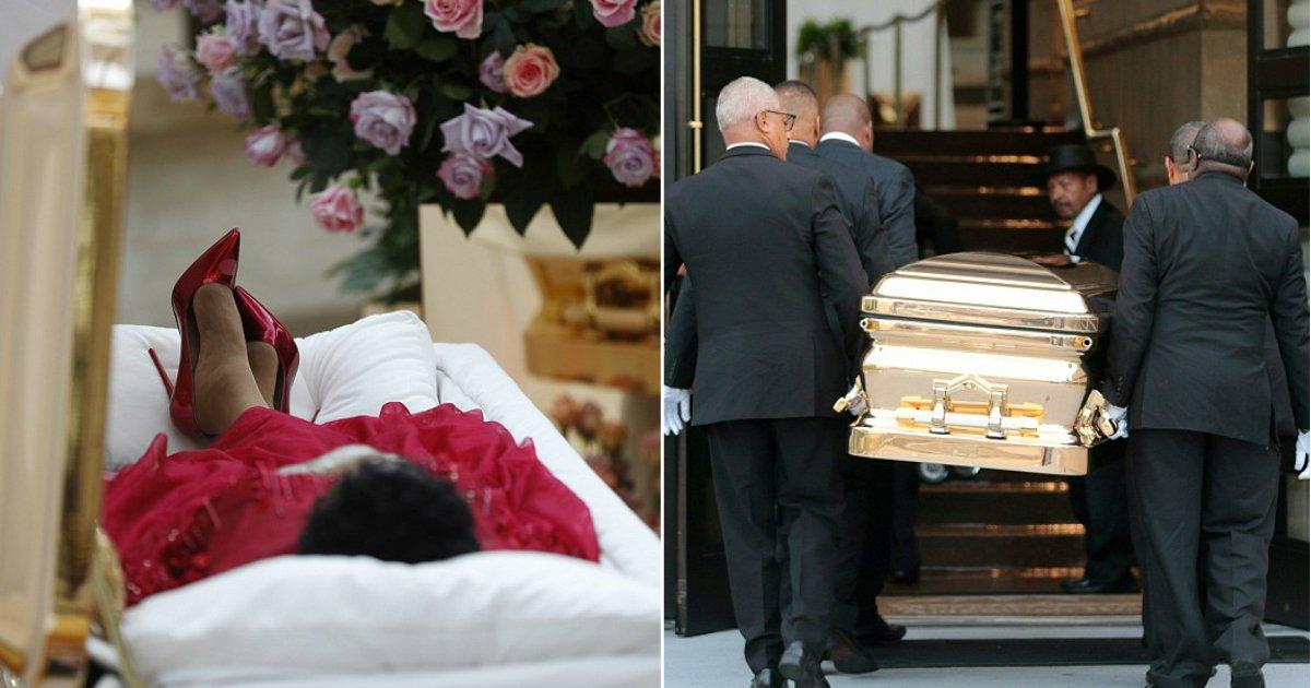 aretha franklin.jpg?resize=1200,630 - Diva até o fim: Aretha Franklin foi vestida com várias roupas em seu caixão aberto