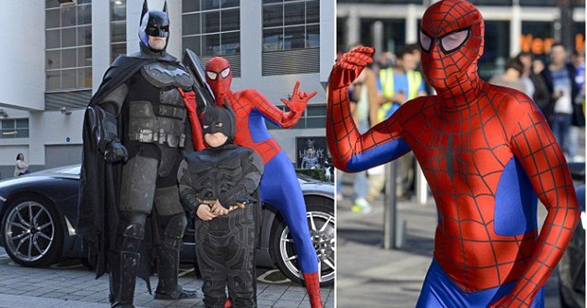 bnbn 1.jpg?resize=648,365 - Interesante dúo de padre e hijo hacen actividades como superhéroes