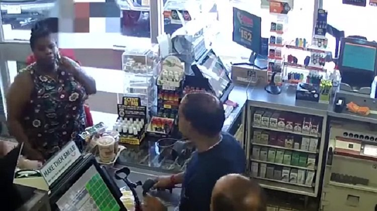 c1 6 1.jpg?resize=412,232 - A Dispute Over The Price Of Drinks Drives Customer To Dump Iced Coffee On 7-Eleven Store Counter