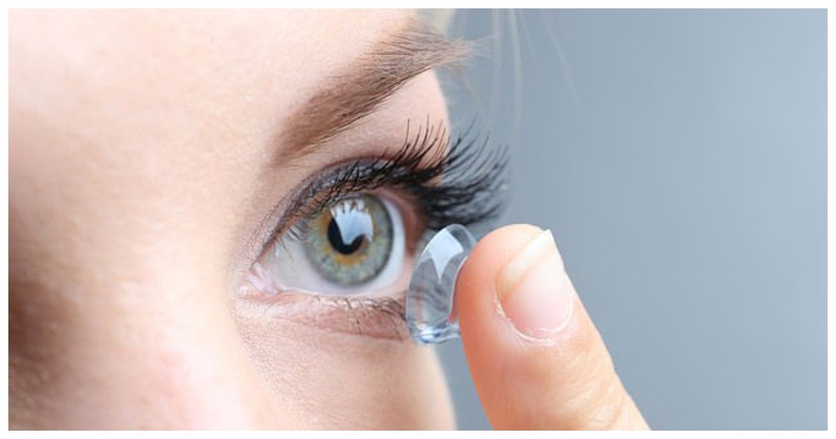 contacts.jpg?resize=412,232 - Researchers Warned Contact Lens Wearers From A Rare Infection That Could Leave You Blind