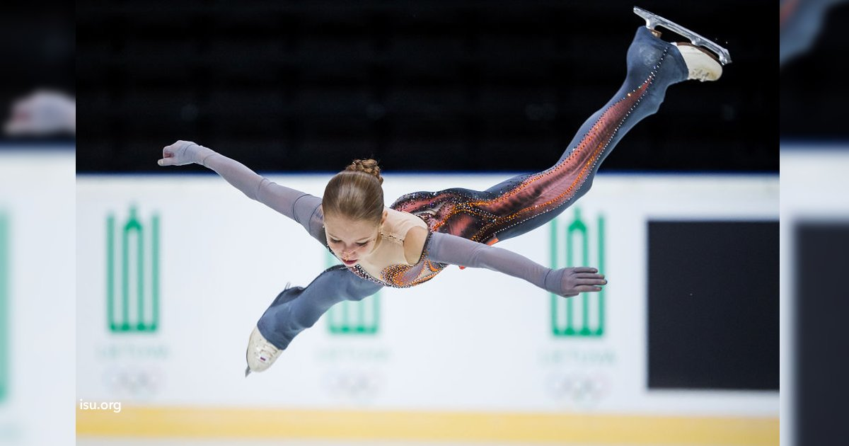 cover22 28.png?resize=300,169 - La patinadora de 14 años Alexandra Trusova estableció un récord con un salto nunca antes visto