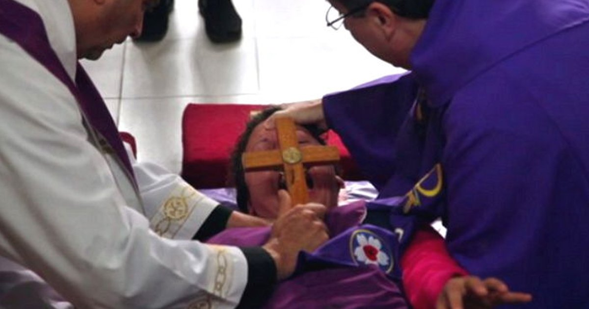 ed87b4eba788.jpg?resize=636,358 - Footage Of A Catholic Priest Performing Exorcism On An Argentinian Girl