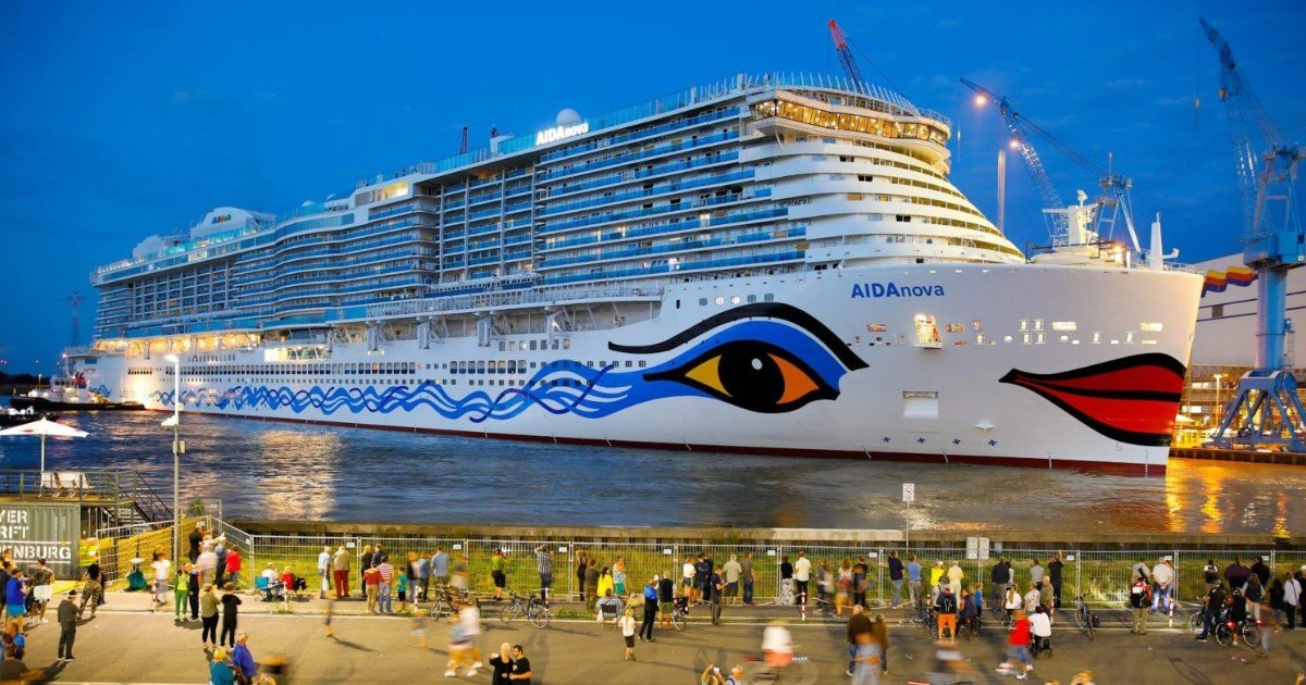 featured image 18.jpg?resize=1200,630 - Carnival lance son plus grand navire de croisière - avec 17 restaurants, 23 bars et même un parc aquatique