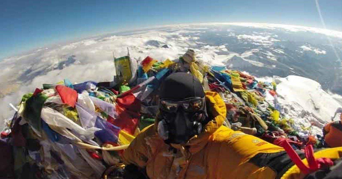 """featured image 5.jpg?resize=412,232 - Un selfie au sommet de l'Everest détruit une fois pour toutes la """"théorie de la Terre plate"""""""