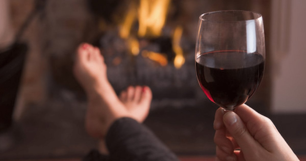 gagaggg.jpg?resize=636,358 - A Glass Of Wine Before Bed Can Help You Shed KGs – Suggests A Study