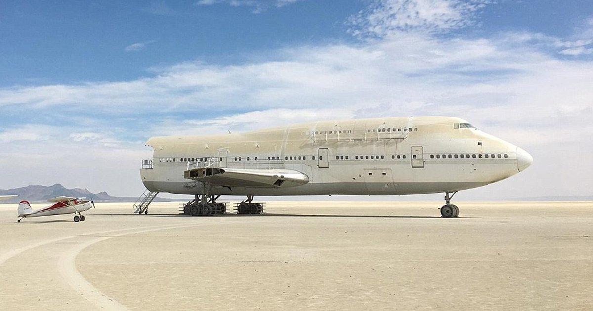 gg 1.jpg?resize=636,358 - Um avião 747 fica  abandonado no meio do deserto de Black Rock, duas semanas depois do fim de um festival