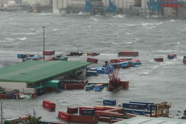 「台風21号 関西空港」の画像検索結果