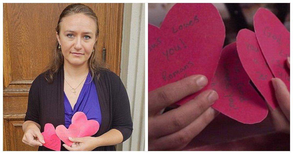lawsuit.jpg?resize=1200,630 - L'université fait face à une poursuite en justice par une étudiante après l'arrêt de la distribution de cartes de la Saint-Valentin à thème biblique