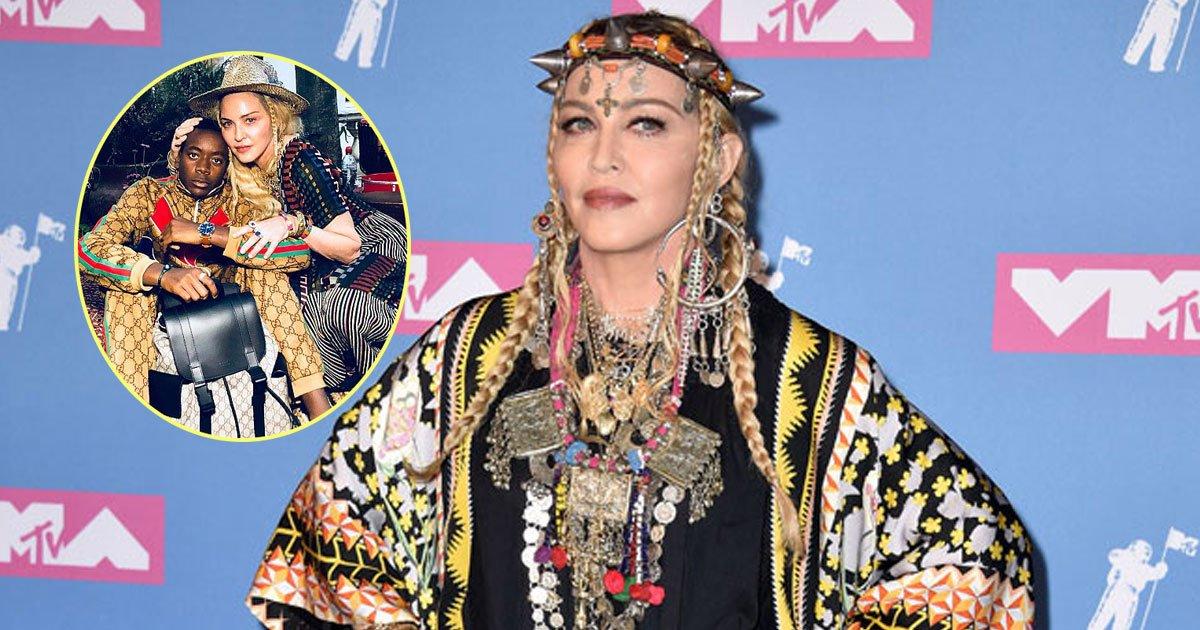 madonna son david.jpg?resize=648,365 - Le fils de Madonna, David Banda, porte les couleurs de Gucci alors qu'il célèbre son 13ème anniversaire.