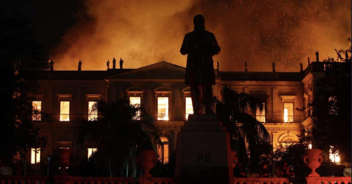 museu.png?resize=1200,630 - Incêndio destrói Museu Nacional na Quinta da Boa Vista