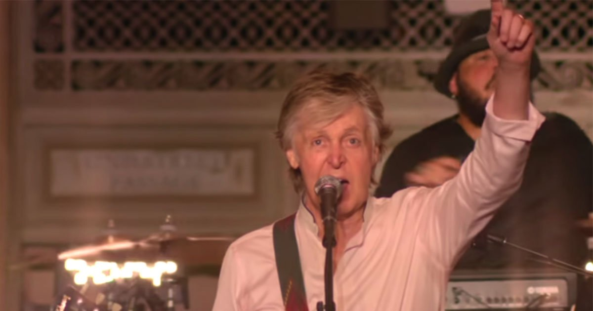 paul mccartney performs a secret concert at new yorks grand central terminal.jpg?resize=636,358 - Paul McCartney Performs A Secret Concert At New York's Grand Central Terminal