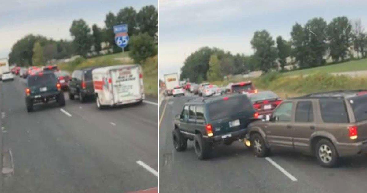 road rage.jpg?resize=1200,630 - Une jeep a reculé dans un 4x4 car il ne voulait pas le laisser faire la queue dans une file de trafic sur l'autoroute