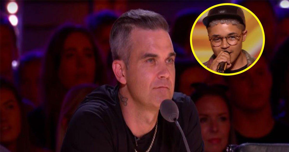 robbie williams sparks outrage as he asked transgender contestant his past name on x factor.jpg?resize=412,275 - Robbie Williams pergunta a homem trans como ele se chamava anteriormente e é criticado nas redes sociais